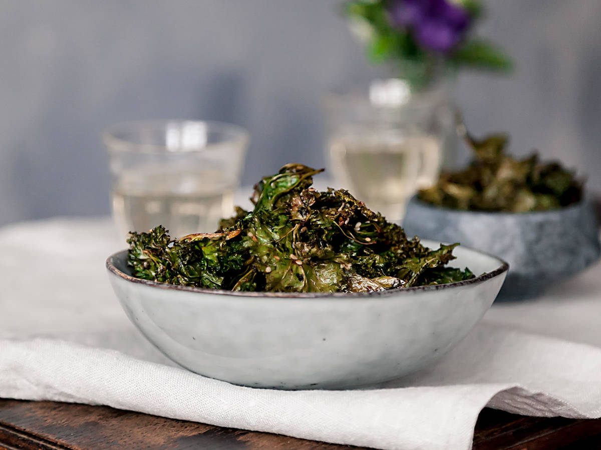 Kale chips, 2 ways