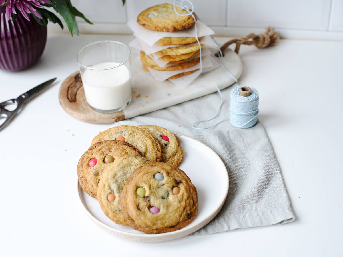 DIY chewy M&M cookies