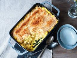 Pasta and cauliflower casserole with chicken