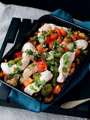 Sesam-Hähnchen mit Gemüse vom Blech