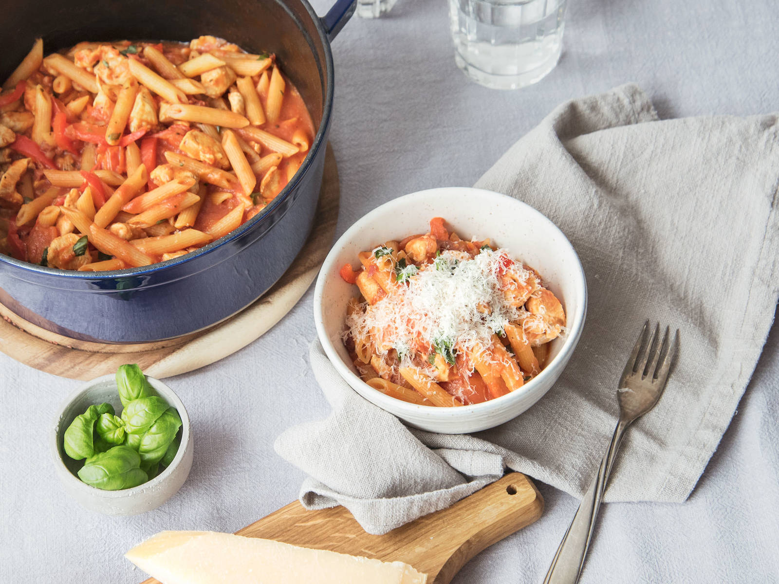 One-pot red pepper pasta with chicken