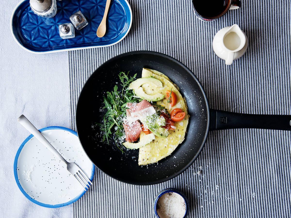 French Omelett mit Prosciutto und Avocado