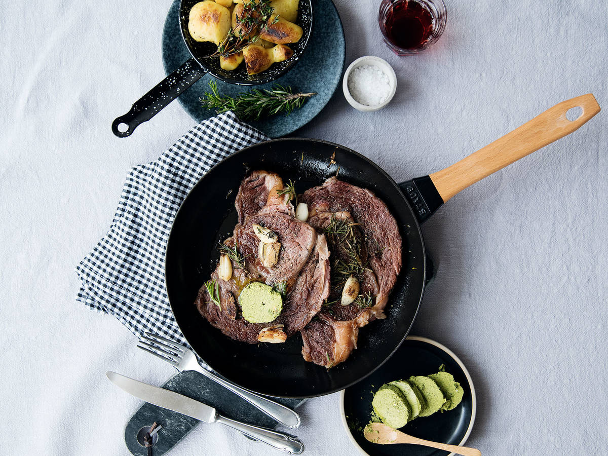 Pan-fried steak with basil butter