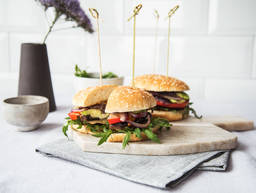 Portobello-Burger mit Mozzarella und Pesto