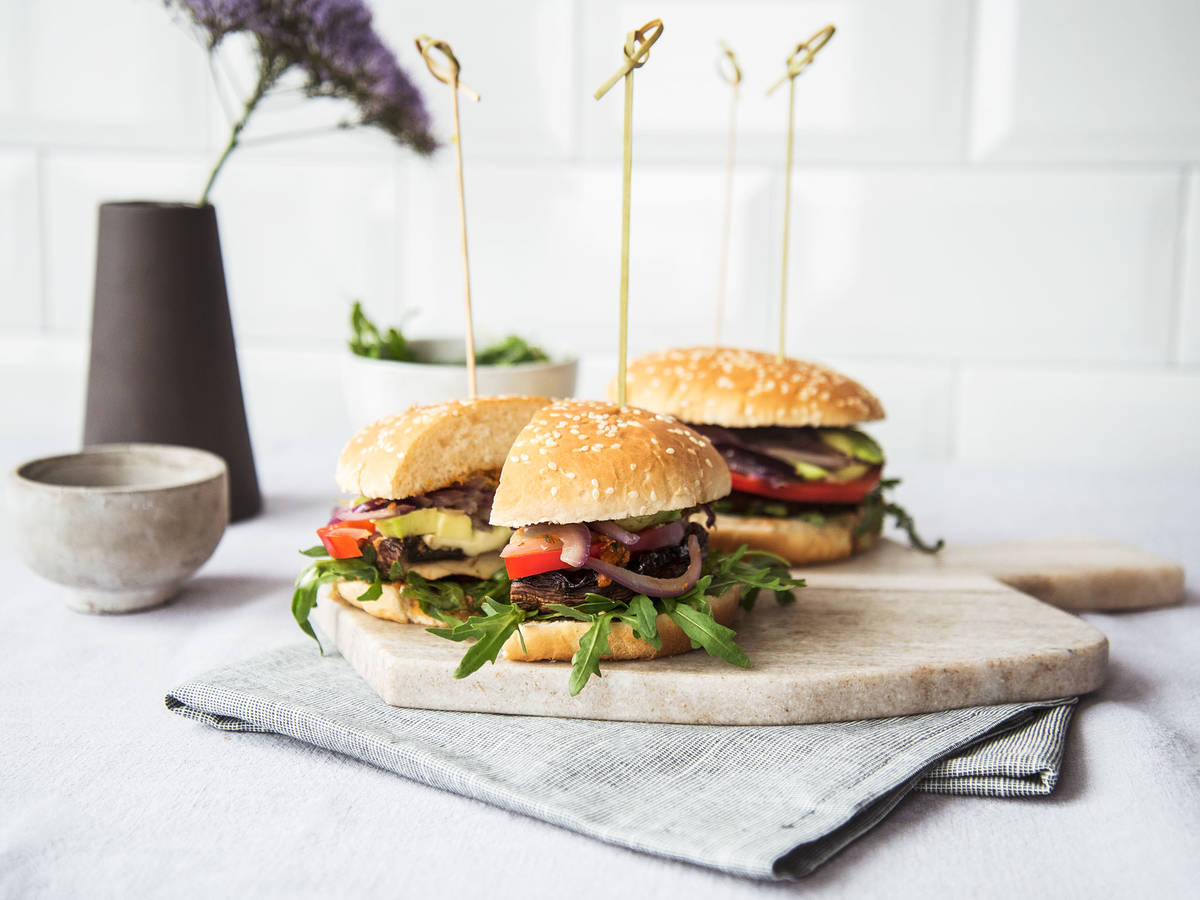 Portobello burger with mozzarella and pesto