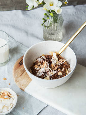 Chocolate quinoa bowl