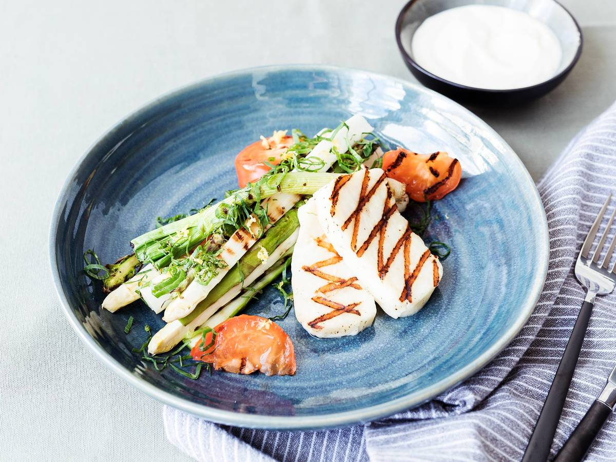 Grilled halloumi and vegetables with Lebanese garlic sauce