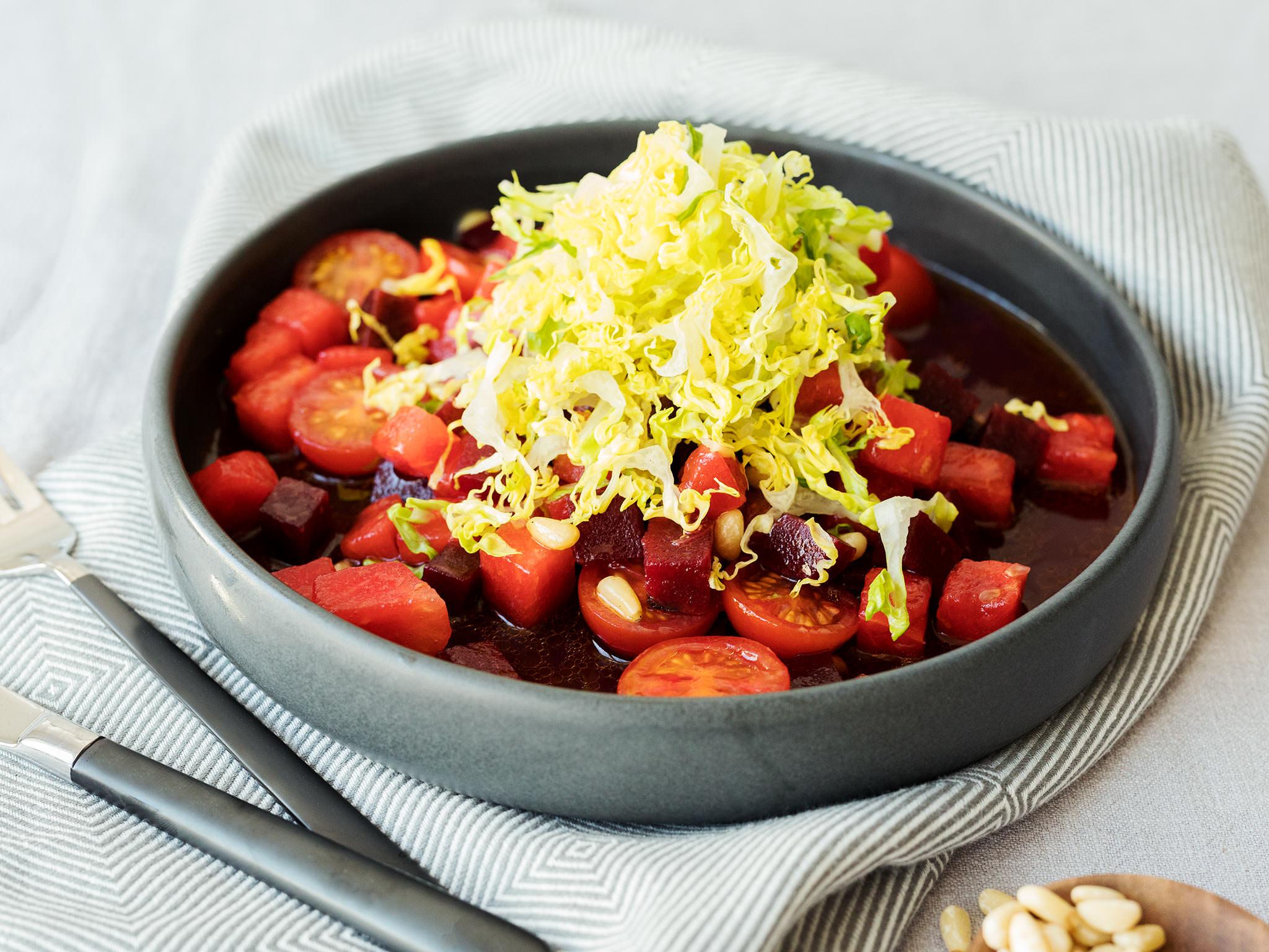 wassermelonen tomaten salat mit rote bete rezept kitchen stories. Black Bedroom Furniture Sets. Home Design Ideas