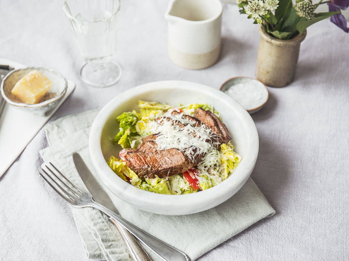 Pan-fried steak salad with Caesar dressing