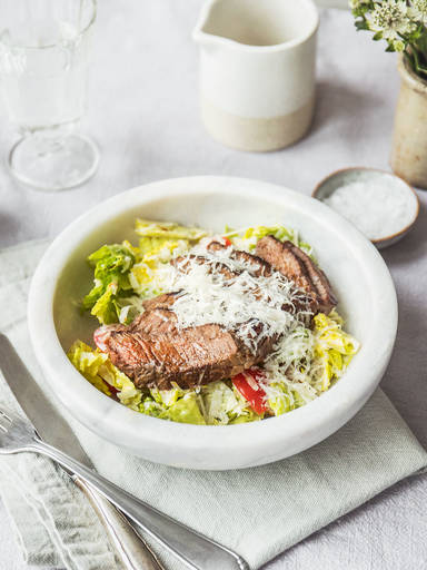 Pan-fried steak salad with Caesar dressing