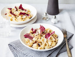 Orecciette in Gorgonzola-Soße mit Radicchio und Walnüssen
