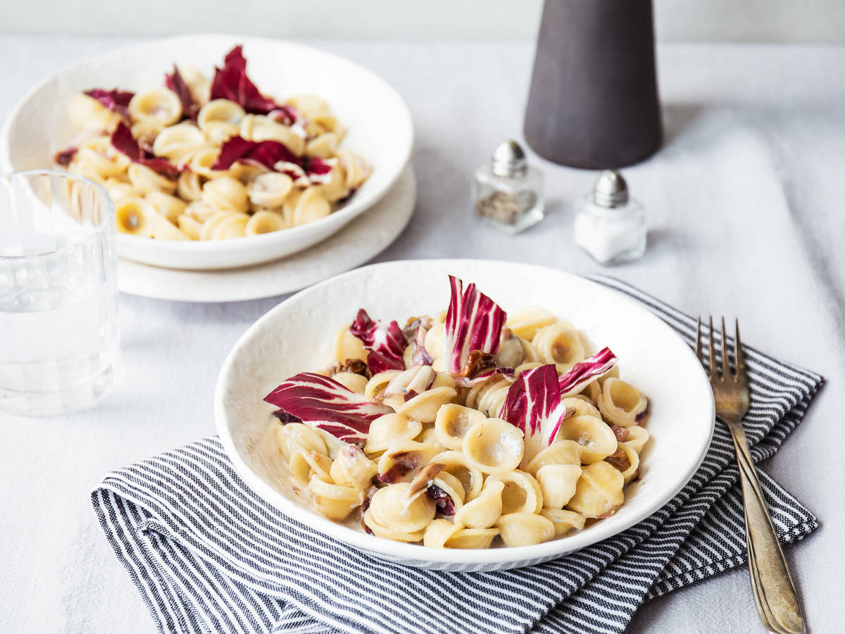 Radicchio pasta with gorgonzola and walnuts