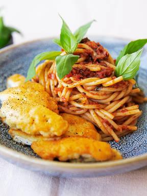 Hähnchenschnitzel Milanese mit Spaghetti