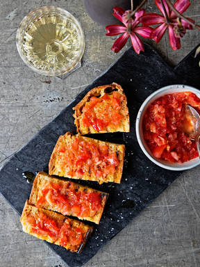 Catalan tomato and garlic bread