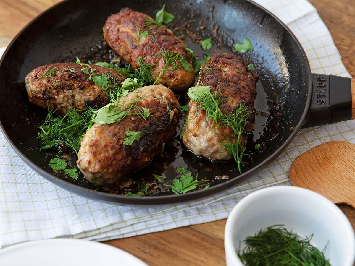 Hackfleisch-Rouladen mit Pilz-Ei-Füllung
