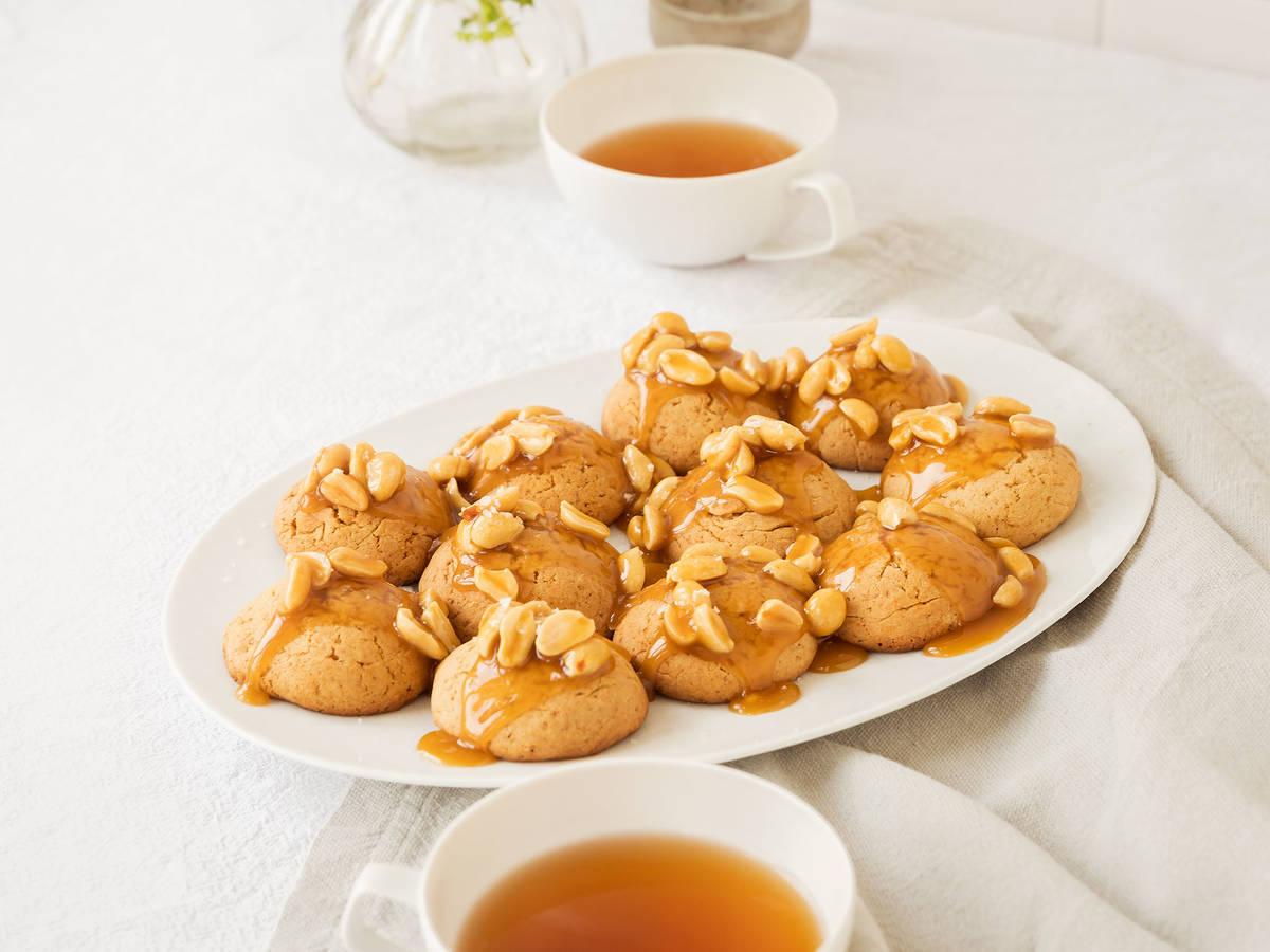 Honig-Karamell-Kekse mit gesalzenen Erdnüssen