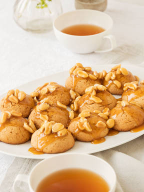 Honey caramel and salted peanut cookies