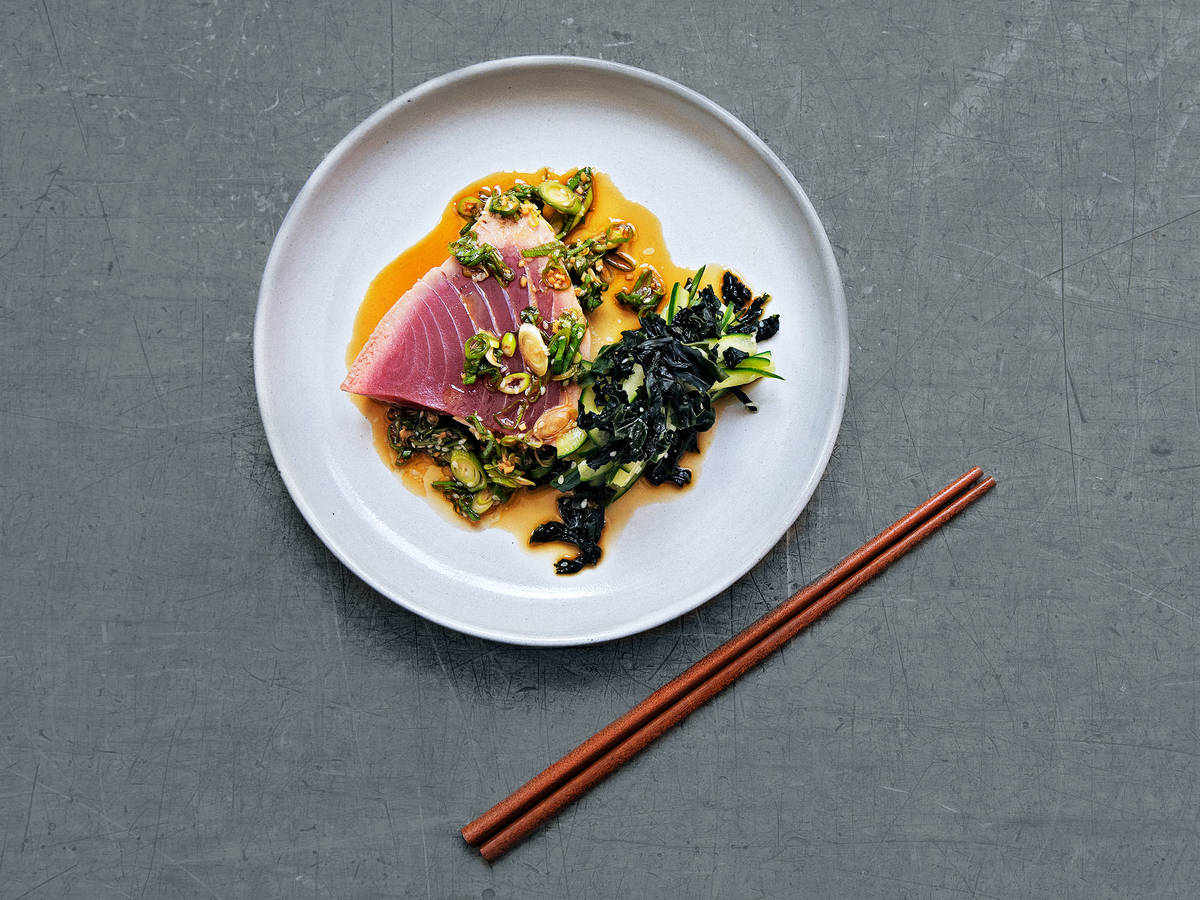 Tuna tataki with cucumber-seaweed salad