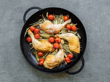 Oven-baked chicken with fennel and tomatoes