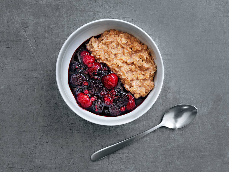 Porridge with berry compote