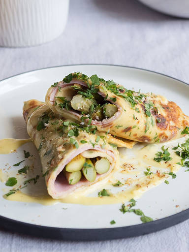 Asparagus crêpes with eggnog hollandaise