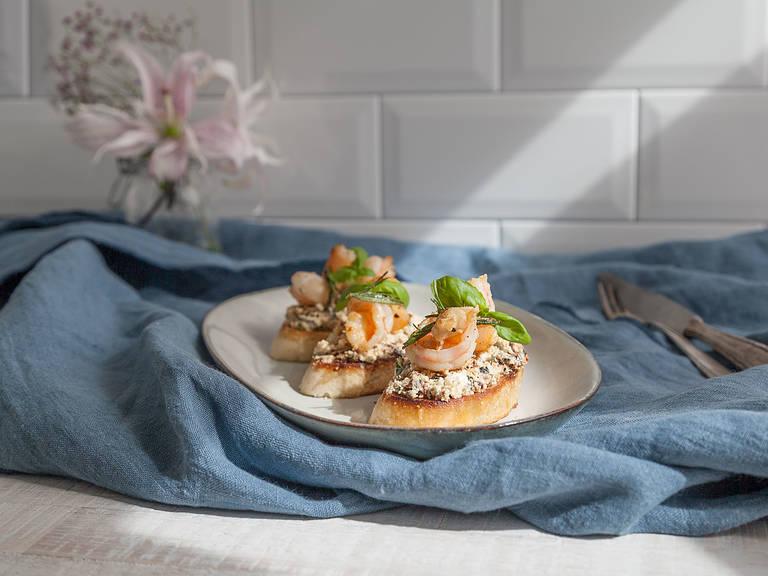 Mediterranean bruschetta with prawns