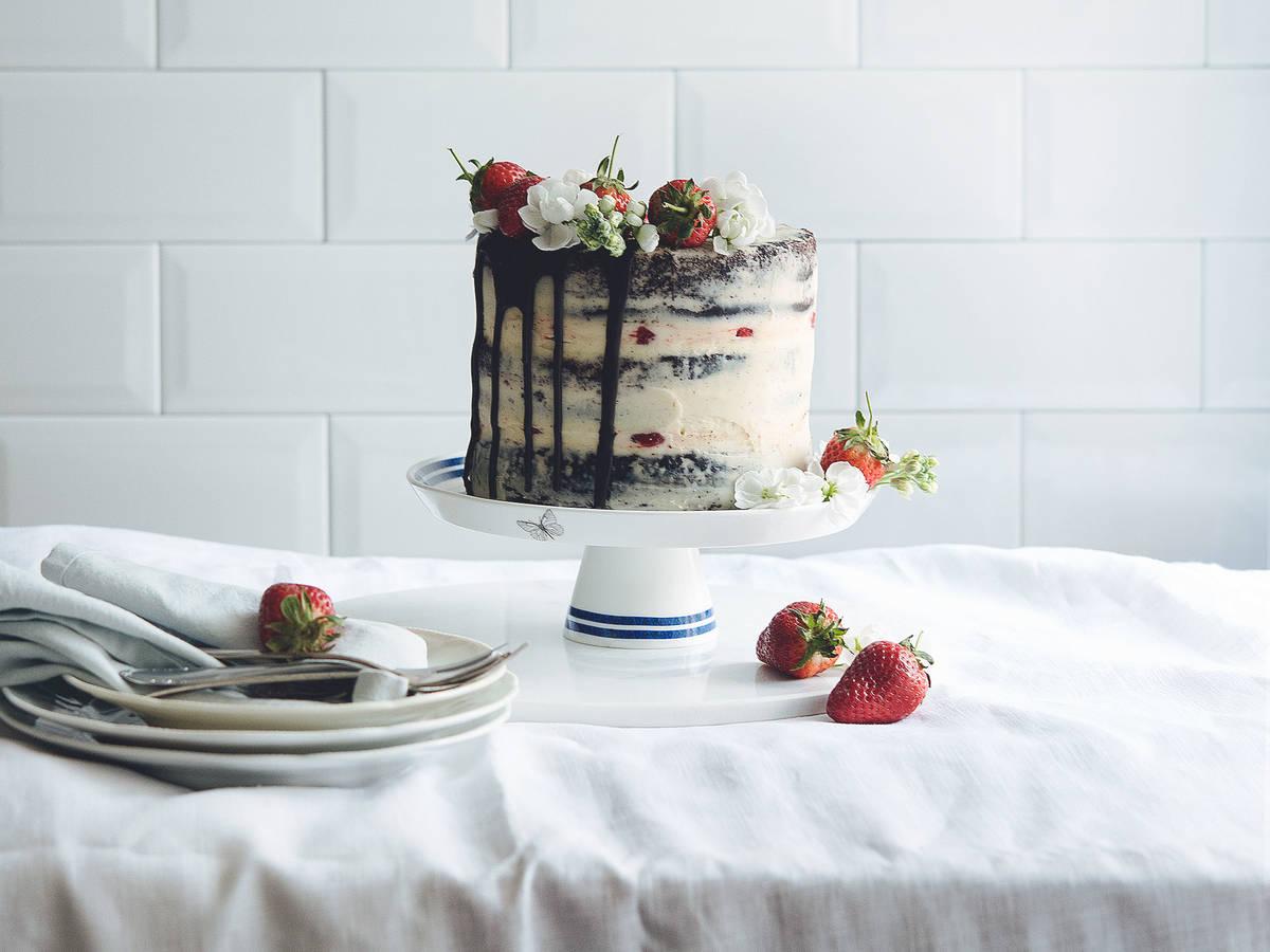 Chocolate-strawberry naked cake