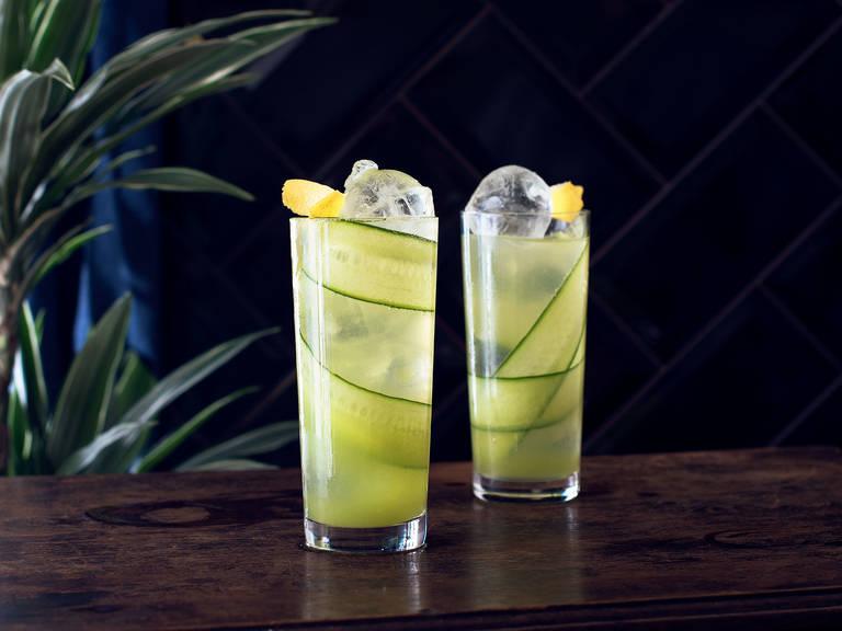 Prickelnder Gurken-Drink mit Ingwer