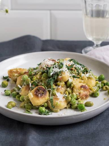Gnocchi with peas and Parmesan