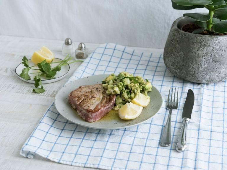 Tuna steak with cucumber guacamole