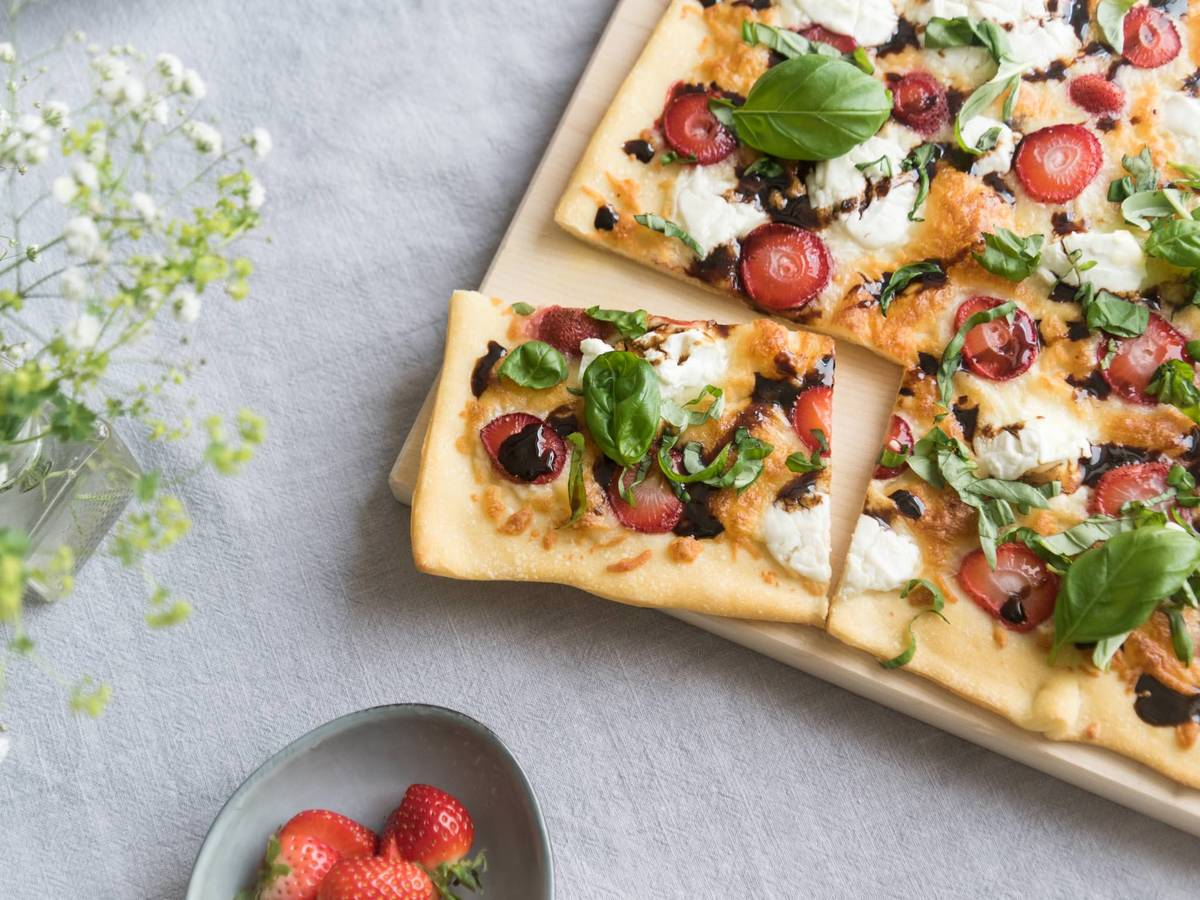 Strawberry-balsamic pizza