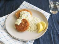 Kohlrabi schnitzel with green sauce
