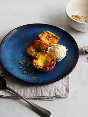 Grilled peaches with crumble and ice cream