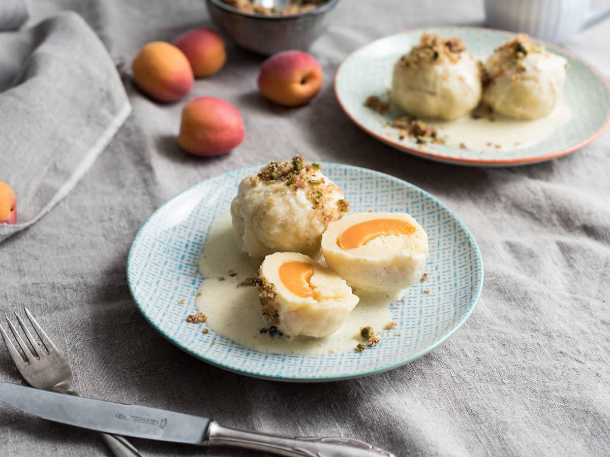 Aprikosenknödel mit Vanillesoße