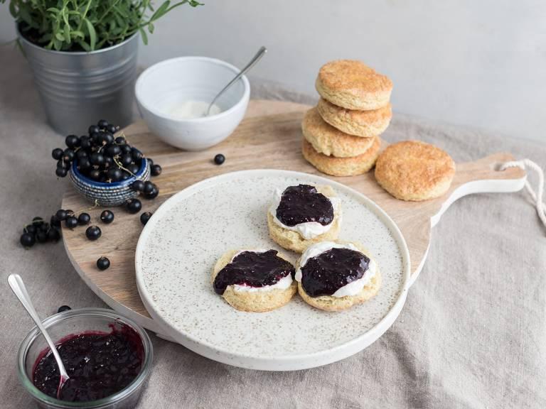 Scones with blackcurrant jam