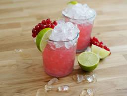 Margarita mit roten Johannisbeeren