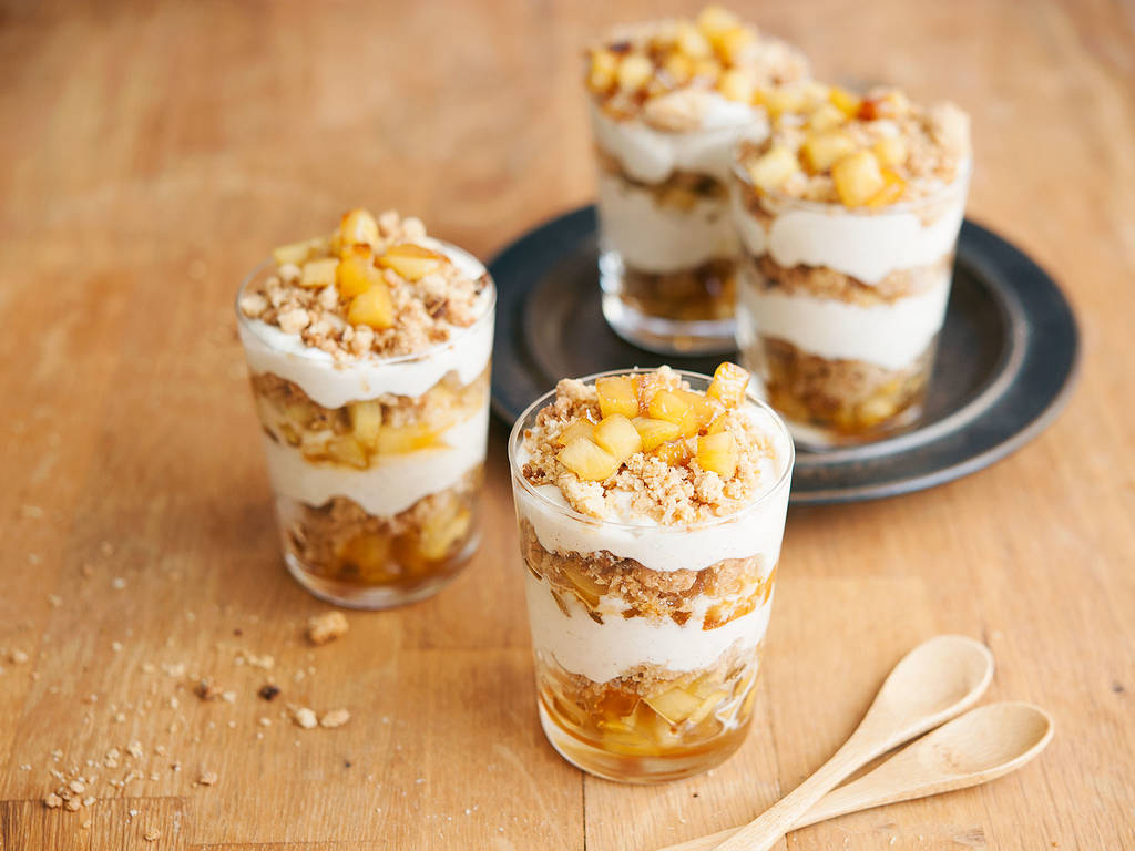 Apple crumble in a glass