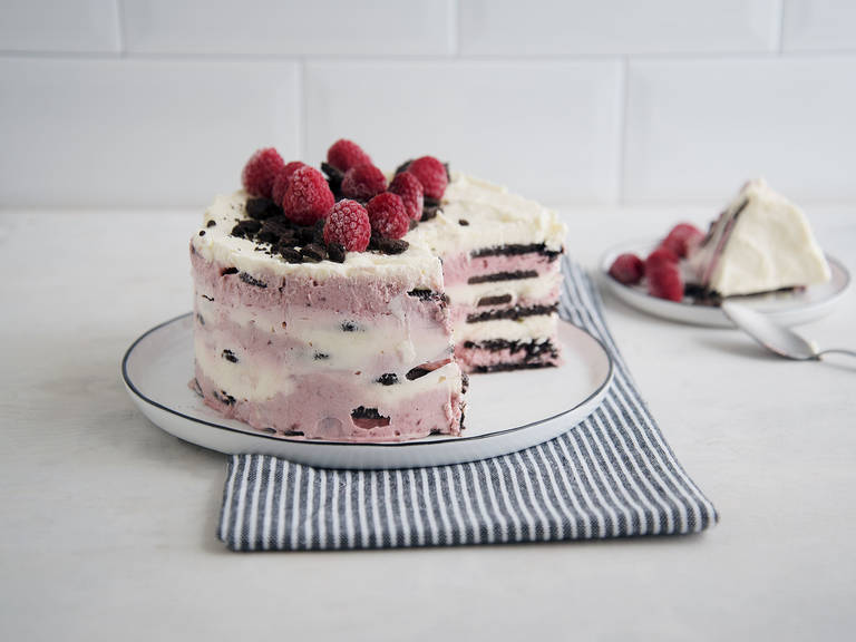 Raspberry-Oreo icebox cake
