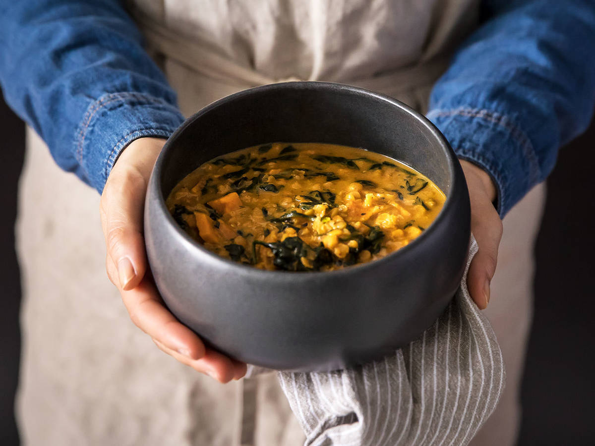 5-ingredient sweet potato lentil curry soup