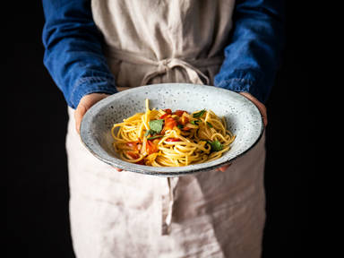 5-ingredient spaghetti with fennel, tomato, and mint
