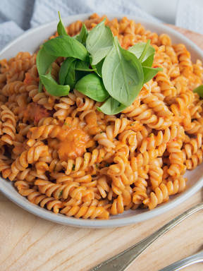 Pasta with quick tomato sauce