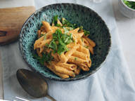Pasta with roasted pepper cheeze sauce