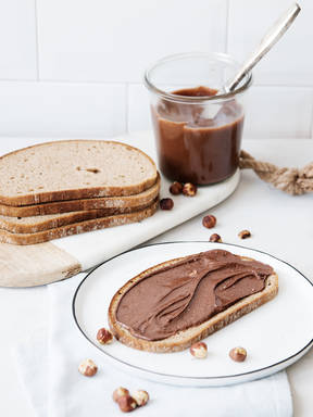 DIY chocolate-hazelnut spread