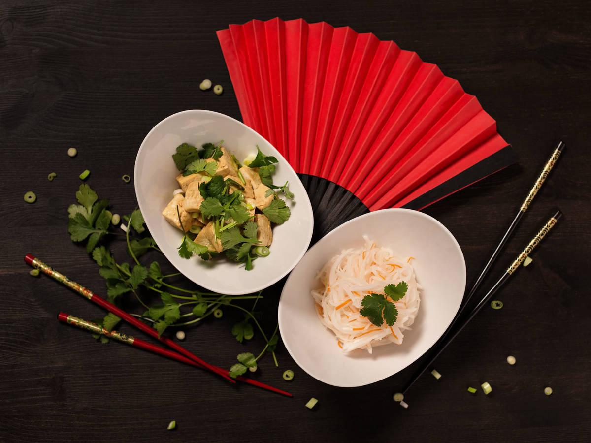 Eingelegter Rettich und warmer Tofu-Salat