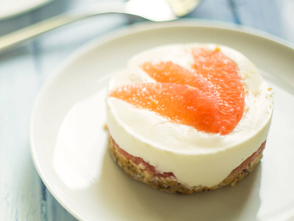 Mini cheesecakes with grapefruit