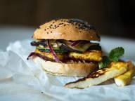 Halloumi burger with honey mustard sauce