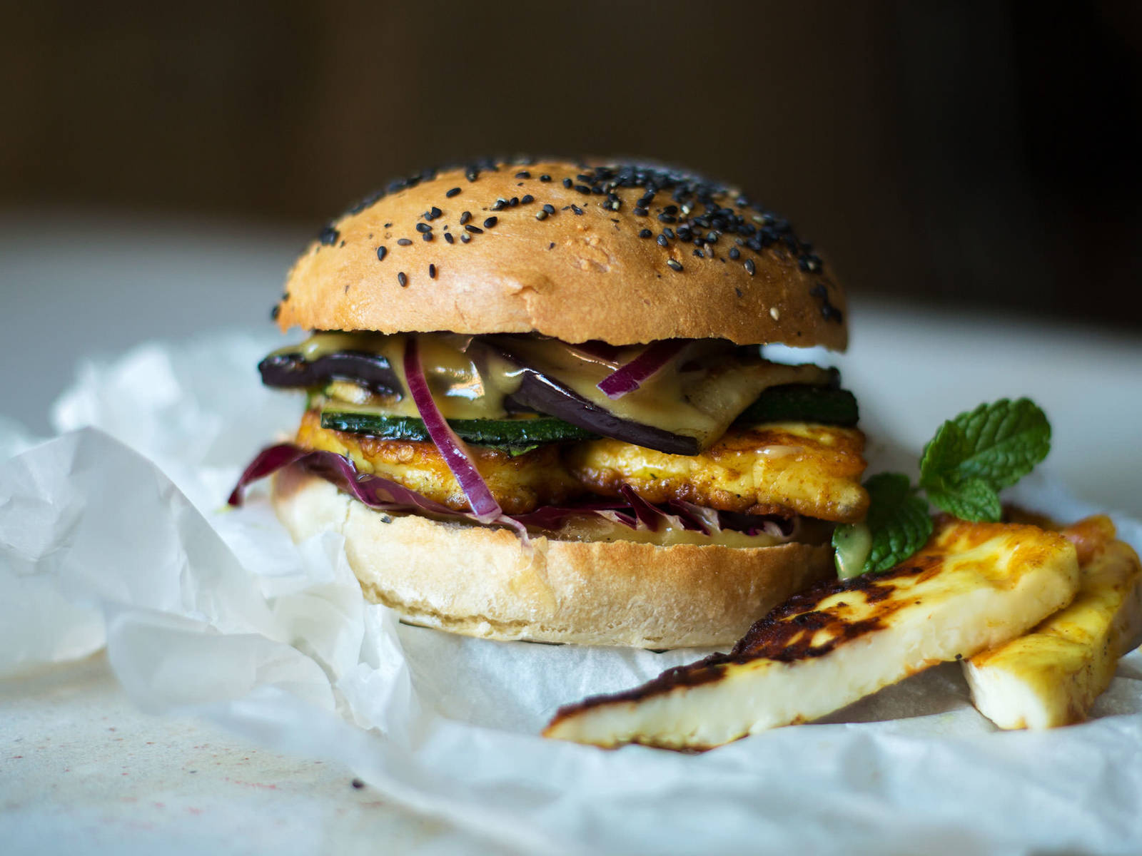 Halloumi burger with honey mustard sauce