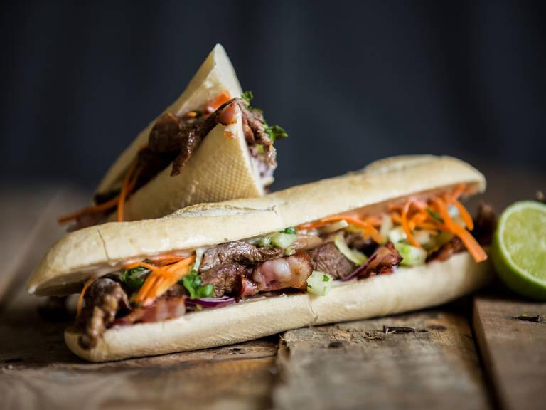 越南风味牛肉三明治配香菜