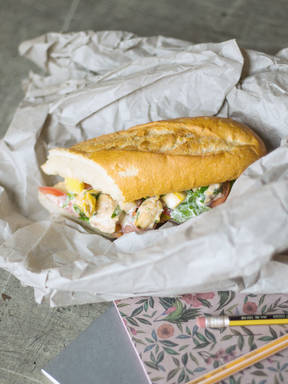 Sandwich mit hausgemachtem Hähnchensalat