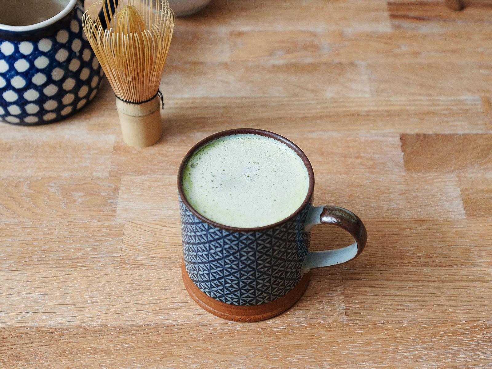Matcha Latte mit weißer Schokolade